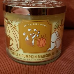 BBW 3-wick Vanilla Pumpkin Marshmallow Candle